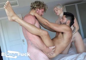 Great gay pay sex site with bisexual content.